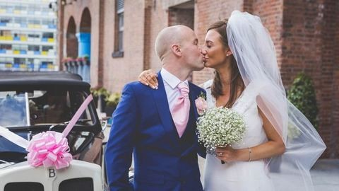 Jótékonysági esküvőt szerveztek a párnak, miután kiderült, a vőlegény súlyos rákbeteg