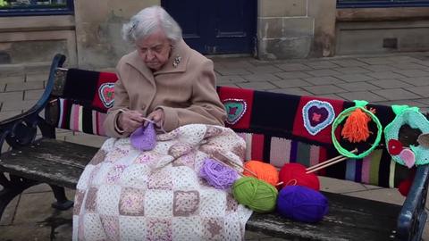 104 éves skót nagyi a világ legidősebb street art művésze