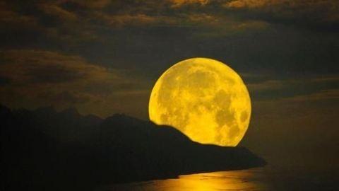 Szeptember 28-án szuperhold teljes holdfogyatkozással