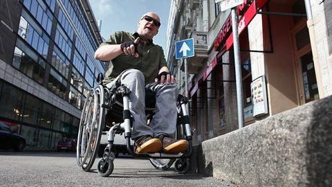 Üdvözlet Padkaországból! – Budapest egy kerekesszékes ember szemével