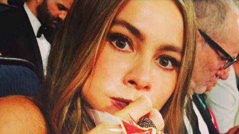 Nem hiszel a szemednek: így tömi magát Sofia Vergara az Emmy-gálán