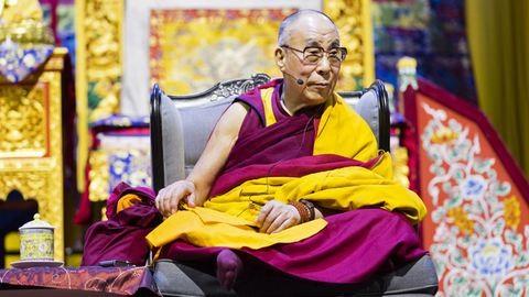 A dalai láma szerint utódának vonzó nőnek kell lennie