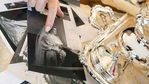 11 generáció ment férjhez ebben a 120 éves ruhában – fotók