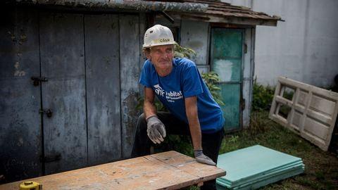 Hawaii önkéntesek építik a pesti hajléktalan új lakását
