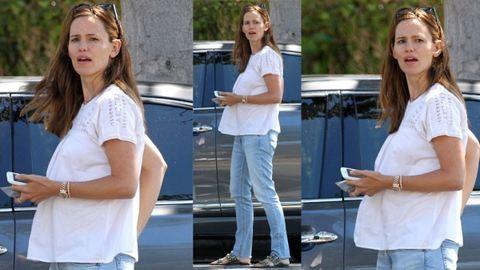 Válás lefújva! Kismamapocakot villantott Jennifer Garner – fotó