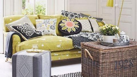 10 nappali, ami szürkében és sárgában pompázik