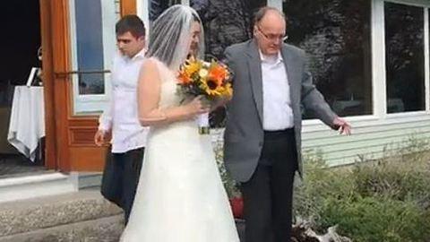 Szívszorító videó: oltárhoz kísérhette lányát a leukémiás férfi