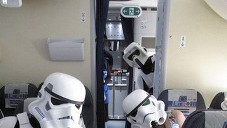 Star Wars-rohamosztagosok a japán repülőgépen