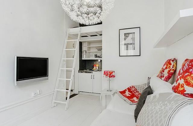 Minden megvan a mi kell, kanapé, háló, mini konyha és még egy pici háló is. Mi kell még?
