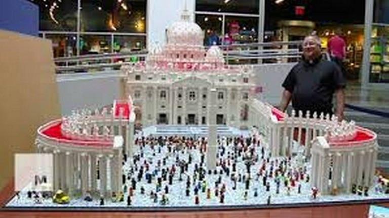A legózó atya megépítette a vatikáni Szent Péter-bazilikát – videó