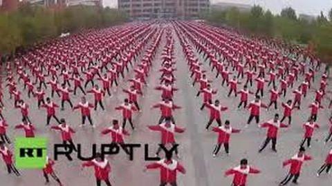 Tai chi világrekord Kínában: ilyen sokan még sohasem tornáztak egy helyen – videó