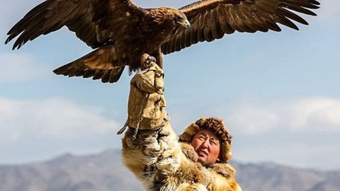 Lélegzetelállító képek: így vadásznak sassal a kazah sztyeppén