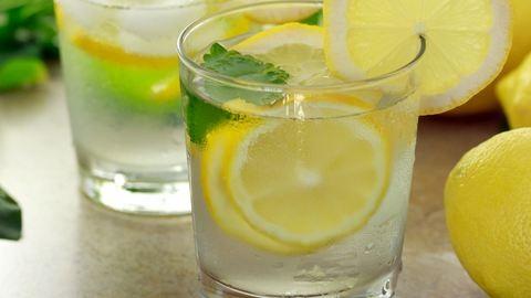 Ezért igyál mindennap citromos vizet