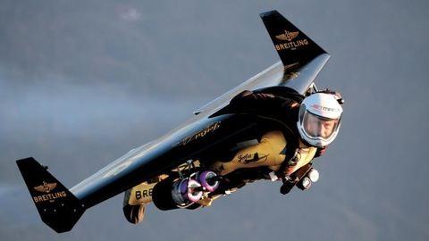 Ez nem sci-fi, ez a valóság: repülő emberek Dubai felett – videó
