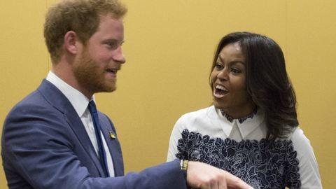 Harry herceg levette a lábáról az elnök feleségét