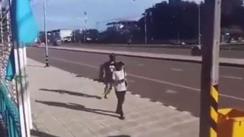 Nem fogod elhinni, mit csinált ez a nő, akinek ellopták a táskáját – videó