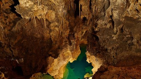 40 métert zuhant egy magyar turista egy szlovákiai barlangban
