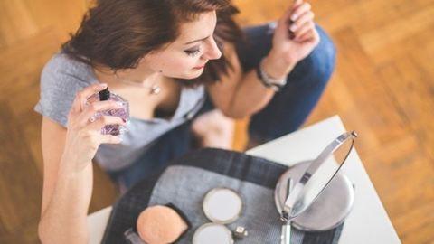 Így lesz hosszan tartó a parfümöd illata