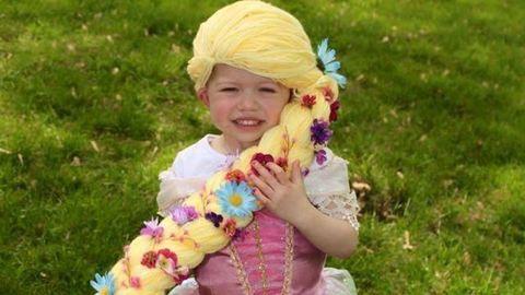 Imádni való hercegnős cérnaparókát kapott a rákos kislány - fotó