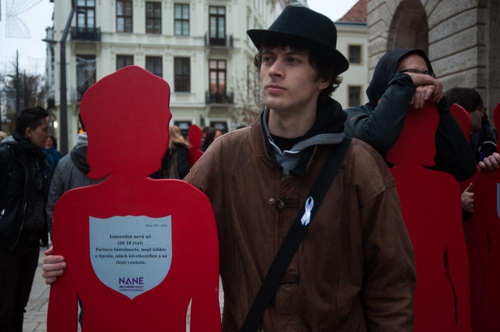 A rendezvénysorozat minden programja arra kíván rávilágítani, hogy Magyarországon milliós nagyságrendű azoknak a nőknek a száma, akik minden nap erőszakot szenvednek el.