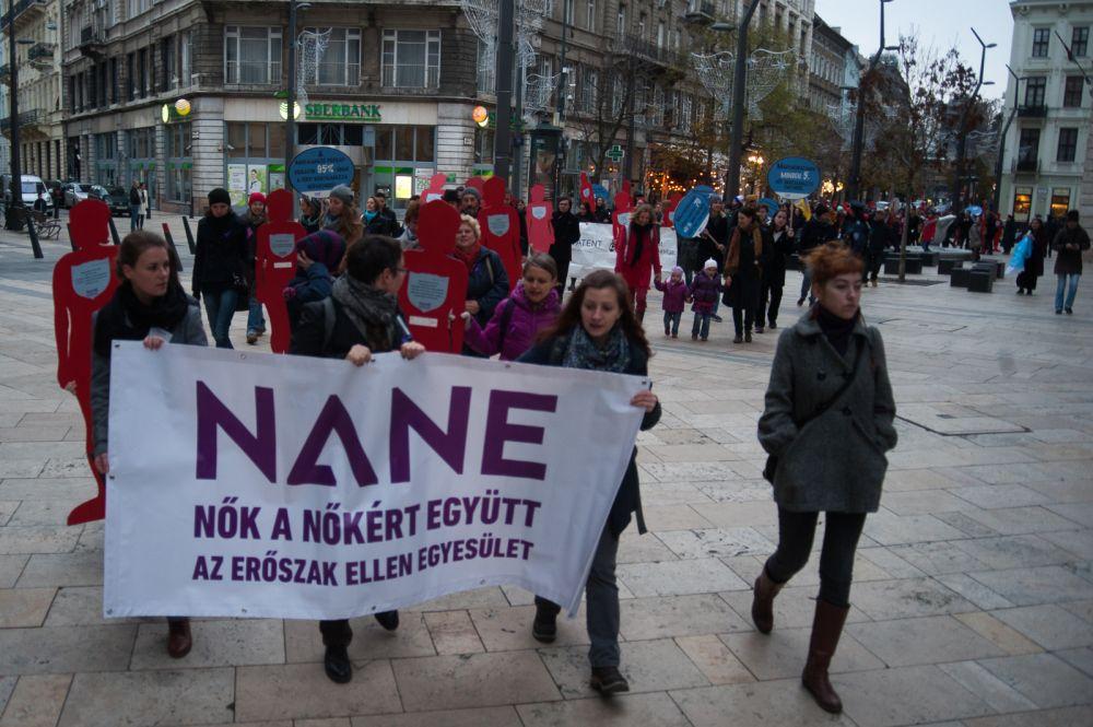 A 16 Akciónap a Nők Elleni Erőszak Ellen nevű nemzetközi kampányt 1991 óta szervezik meg minden évben november 25., a nők elleni erőszak felszámolásának világnapja és december 10. között.
