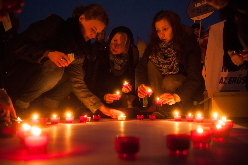 Magyarországon az Európai Unió Alapjogi Ügynökségének (FRA) tavalyi reprezentatív kutatása szerint a 15 év feletti nők 28 százaléka, több mint 1,2 millió nő válik élete során az erőszak áldozatává.