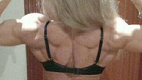 Kiakadtak a szétgyúrt testépítőnő ősz haján a rajongói – fotók