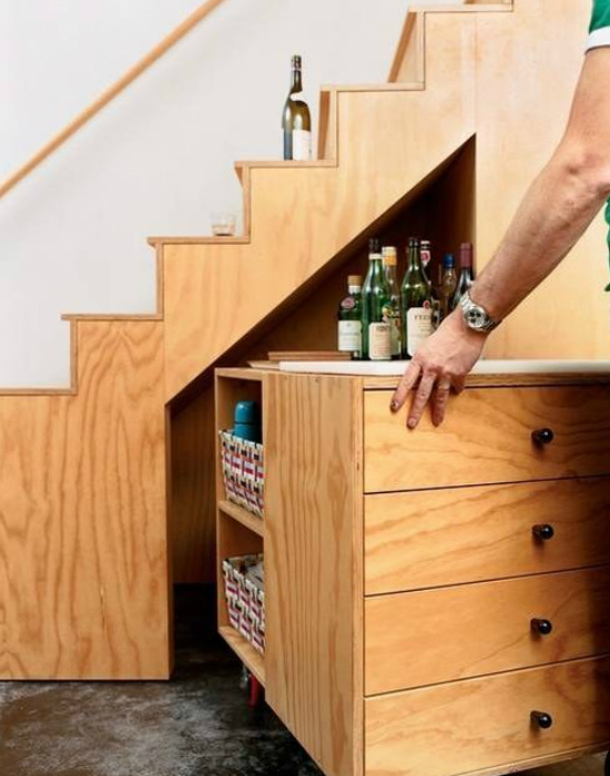 Lépcsőbe beépített szekrény. Szuper megoldás