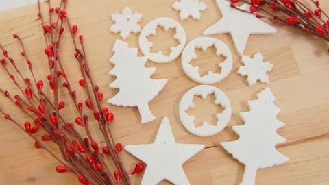 Így készíthetsz szódabikarbónából karácsonyfadíszeket