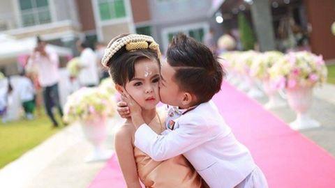 Hároméves ikertestvérek házasodtak össze