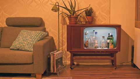 Csináld magad: bárszekrény régi tévéből