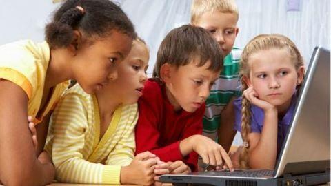 Mégsem káros a képernyő előtt töltött idő a gyerekekre?