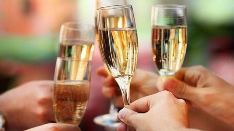 Jó hír az ünnepek előtt: egészségesebb, aki pezsgőt iszik