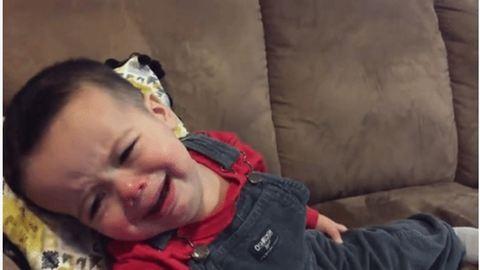 Elgondolkodtatta az életen a kisfiút Adele legújabb slágere – cuki videó