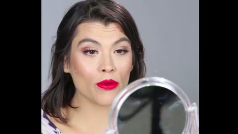 Fantasztikus sminkes átalakítások aknéval küzdőknek – videó