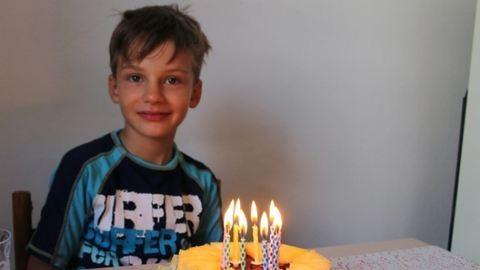 Megmentette 3 éves öccse életét a 9 éves kisfiú
