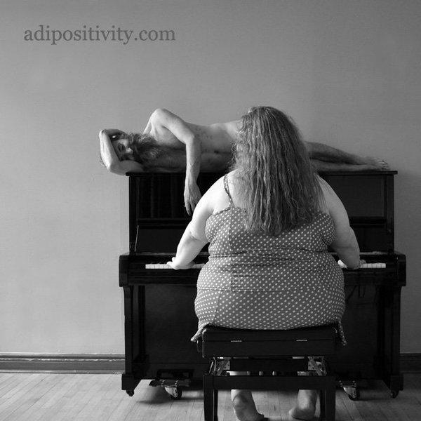 Gátlások nélkül pózoltak a túlsúlyos nők – képek