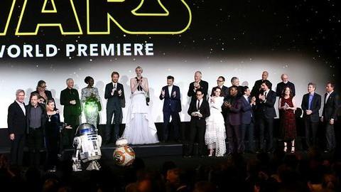 Star Wars bemutató: Ford, Fisher és Hamill kiélvezték a sikert
