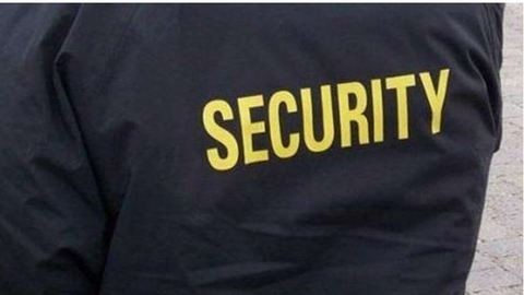 Fehérneműre vetkőztették a biztonságiak a szerintük gyanúsan viselkedő vásárlót