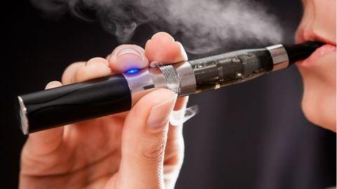 Trafikokba száműzték az e-cigit