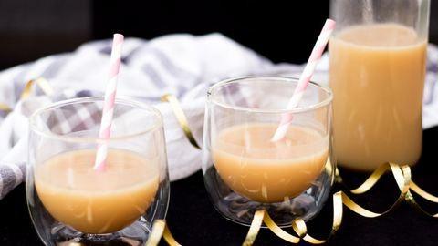 Így készül a tejkaramellás vodka, az ínyenc karácsonyi ital