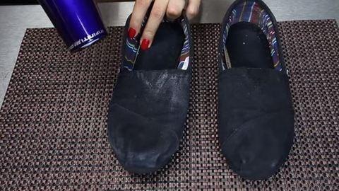 Így tedd vízállóvá a cipőd – videó
