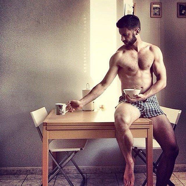 10 kép gyönyörű kávézó férfiakról, amitől tuti te is felébredsz majd!