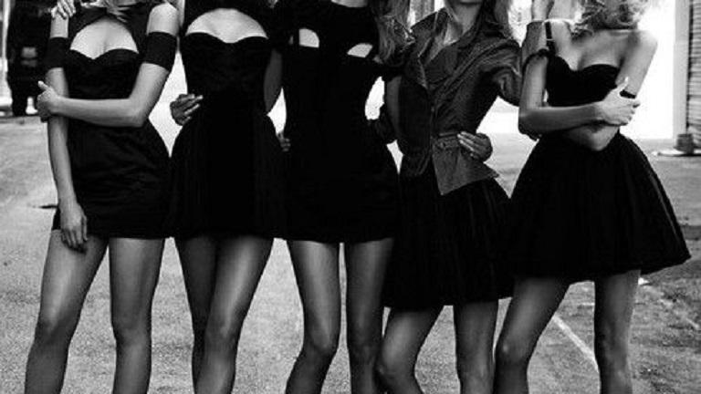 A fekete ruháktól nem csak vonzóbbnak tűnhetsz