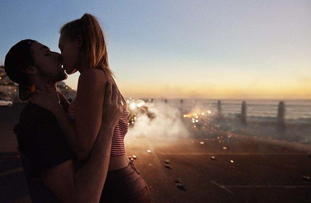 Gyönyörű fotók mutatják be az első szerelmeket
