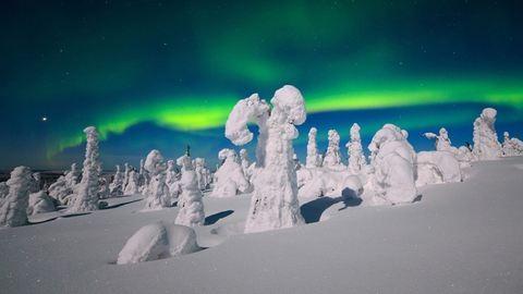 Égbe vesző hegycsúcsok, titokzatos fjordok, szikrázó jégbarlangok – 7 ok, amiért elutaznánk Skandináviába