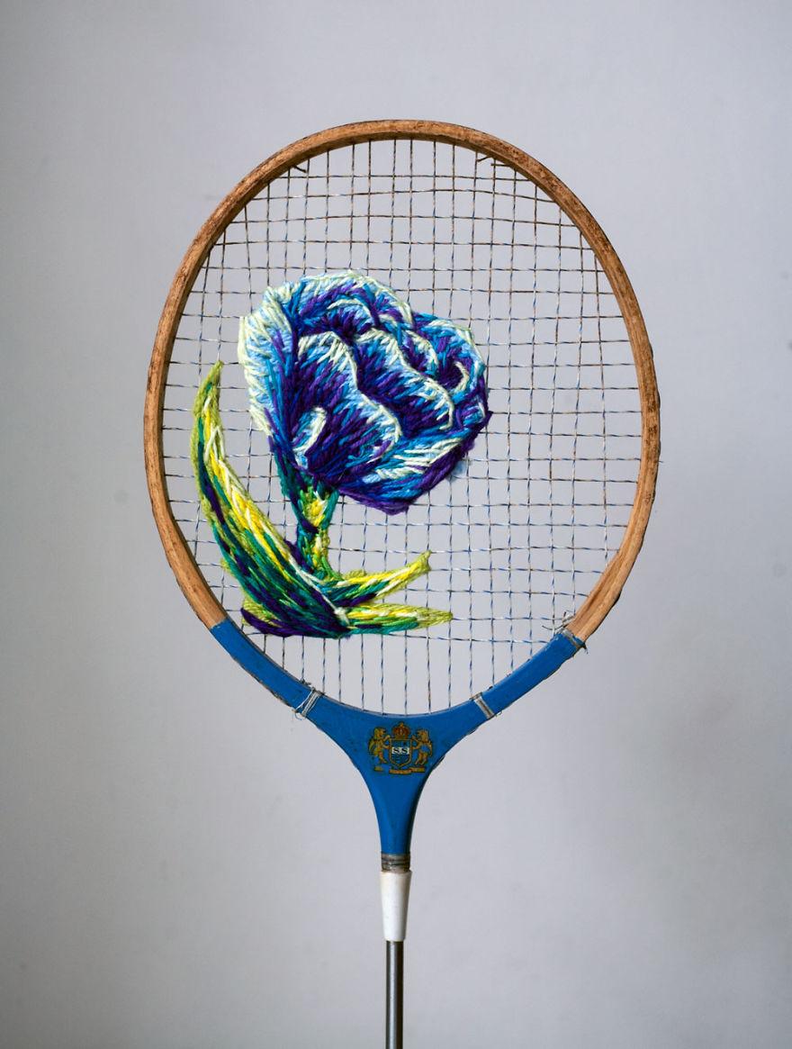 Kézimunka másképpen: teniszütőkre hímzett csodás műalkotások