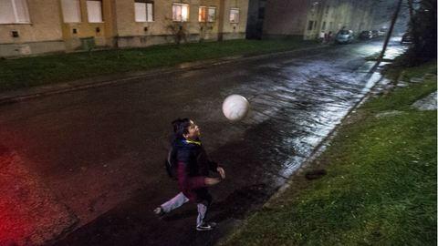 Focival a mélyszegénység ellen? – Salgótarjáni romáknak hozott létre egyesületet az edző