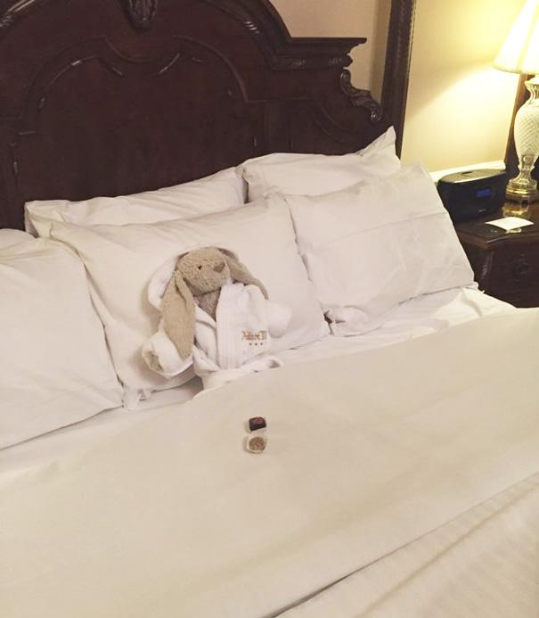 Ez történt a plüssnyuszival, akit egy hotelben felejtett kis gazdája