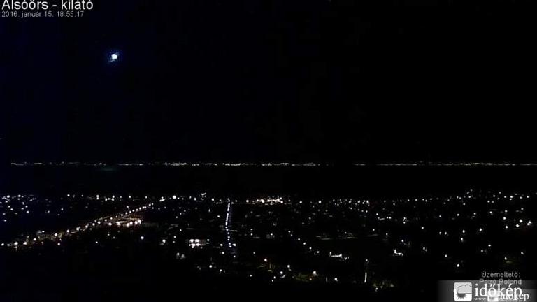 Tűzgömb húzott át az égen péntek este - videók
